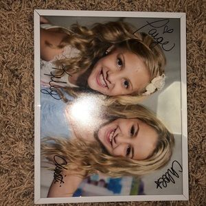 Accessories - Chloe Lukasiak and page Hylande signed autograph